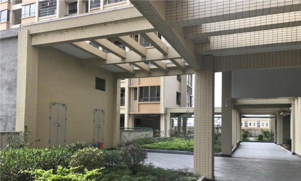 (新楼盘)鹤山市中心 配套成熟 学位房 单价6字头轻轨站附近