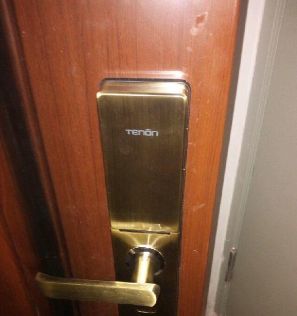 开专业开锁换锁芯、保险柜、汽车锁、指纹锁。