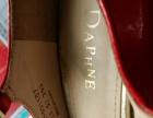 达芙妮红色高跟鞋