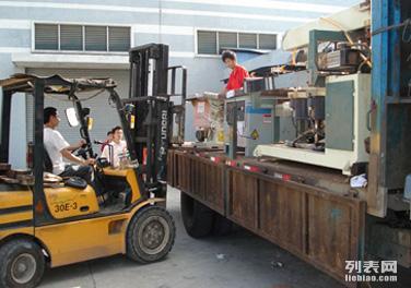济南正大搬家口碑好实力雄厚专业红木家具,钢琴,鱼缸,设备搬运