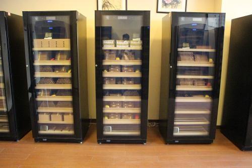 成都美晶红酒柜和雪茄柜(不制冷不恒温恒湿统一报修多少?