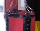 圆柱形沙袋,拳击手套
