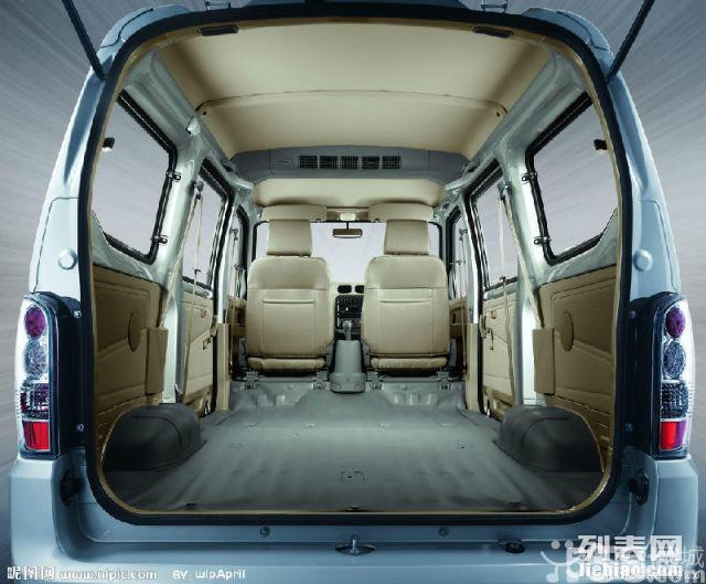 超大荣光面包车提供:载客,货运,小型搬家,可跑长途