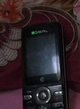 能验钞的多功能手机和能上QQ的双卡双待手机