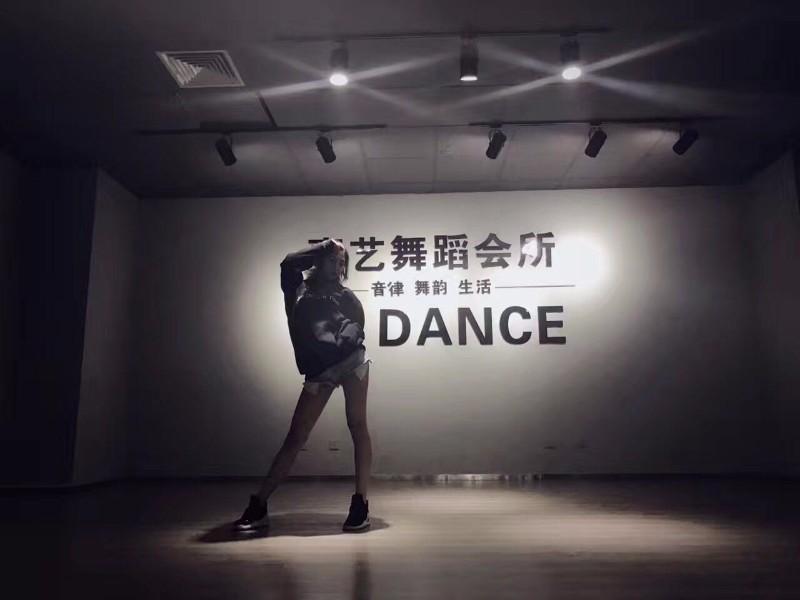 西北专业舞蹈培训机构,西安嘉艺舞蹈培训学校
