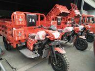 厂家直销各种款式的三轮车 全封闭 翻斗车都有 支持分期买车
