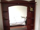 原价8千元的大床1200元甩卖,还赠送配套一个化妆柜。