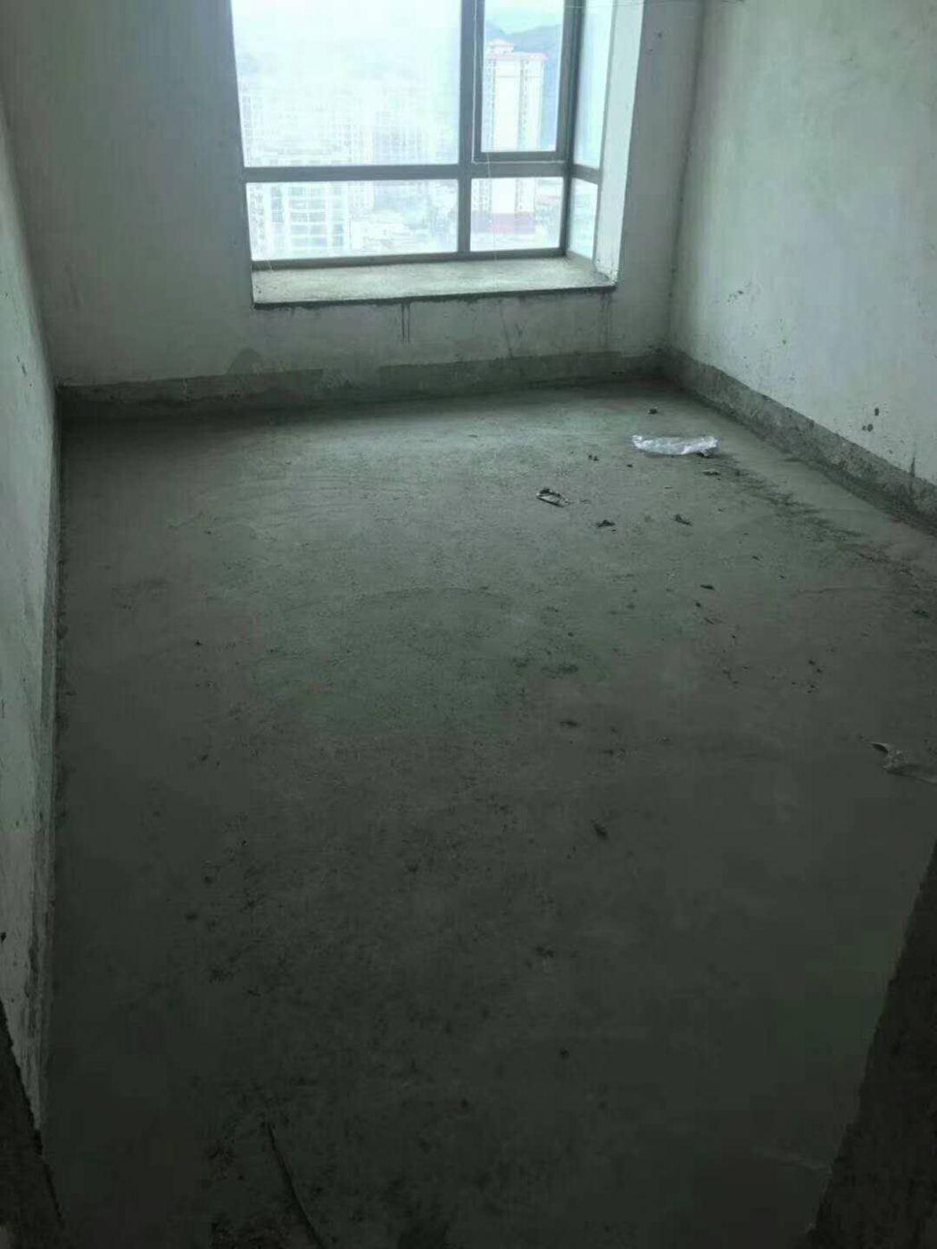 业主狂甩超低价,帝景湾 108万 4室2厅2卫 全新毛坯