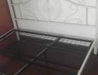 2张9成新白色铁床+高档乳胶床垫转让