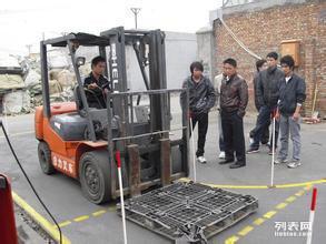 上海青浦区叉车培训考证,叉车证复审,电工焊工挖掘机装载机考证