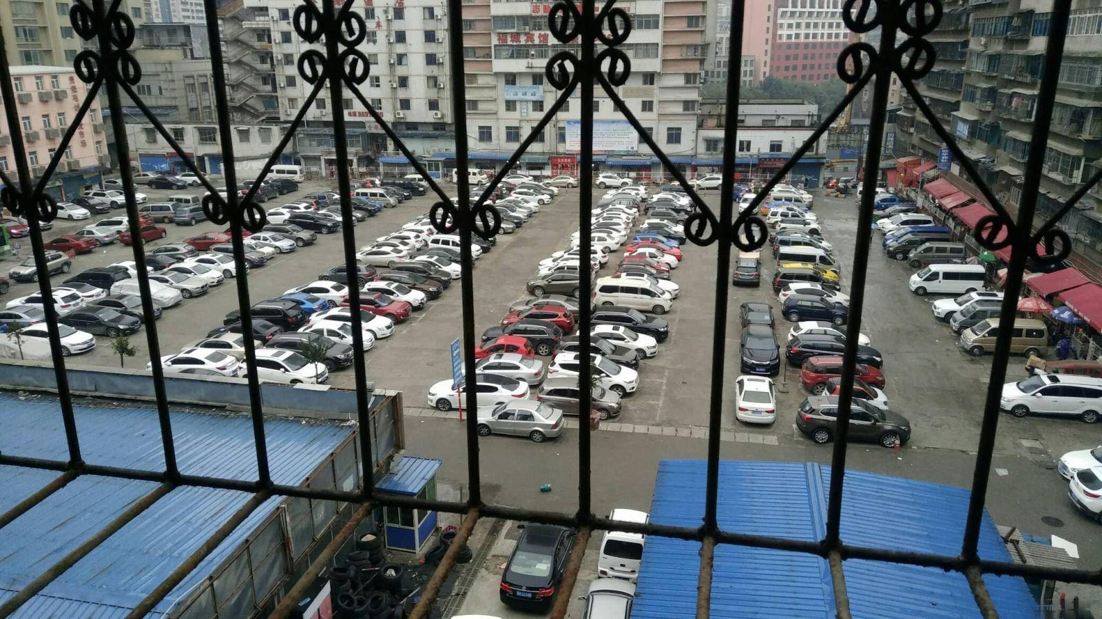 黄金路汽车服务站1室1厅准拆迁房