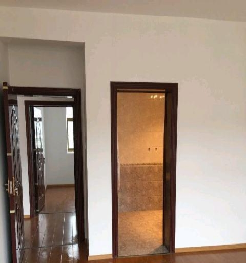 其它八一路哈达滨河花园3室1厅2卫3500元