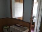 裕华道近出租大卧室,有双人床,家具沙发灶具,500元包水电费