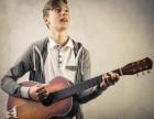 一个会弹吉他的人是非常有气质的