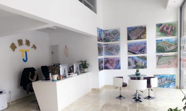 腾骏地产:出租新世纪三房二厅二卫185平米 精装修、停车方