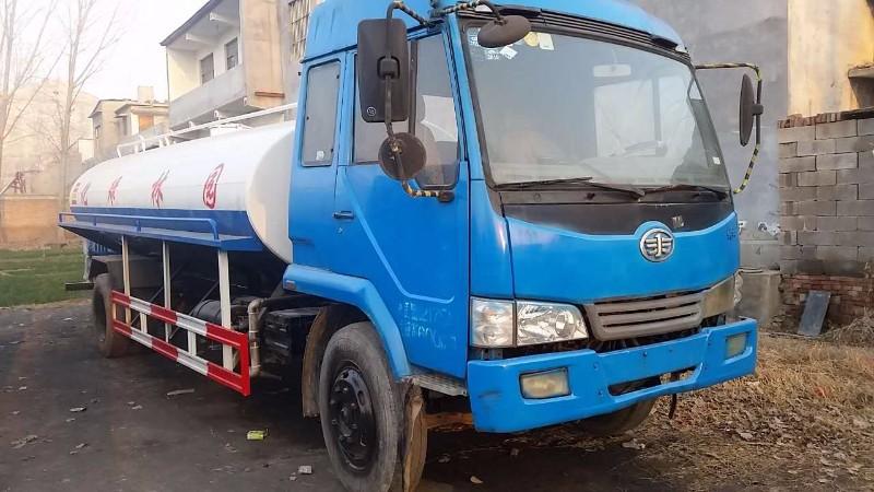 来宾10吨二手喷洒车多少钱 我厂出售12吨喷洒车