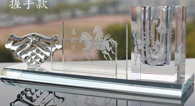 水晶红旗 水晶笔筒 水晶桌摆 水晶工艺品 西安专业制作