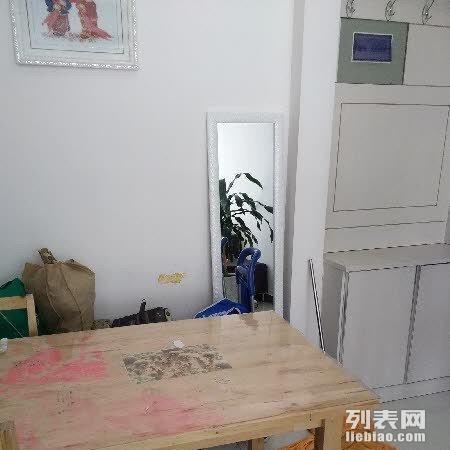 南川西路香格里拉城市 1室1厅67平米 简单装修 押一付三图片