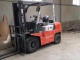 单位低价出售3吨4吨6吨的设备叉车 欢迎致电洽谈业务