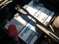 24小时汽车联电更换电瓶轮胎送油送水等服务