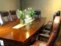 出售二手会议桌和皮质椅,自提,500元