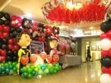 武汉婚房气球布置气球拱门立柱氦气球放飞气球人物娃娃
