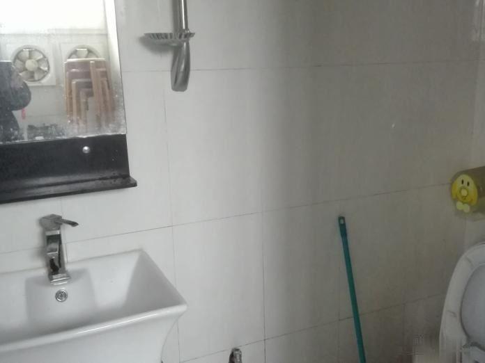 木桥街1室1厅简装干净,家具家电齐全拎包入住1300元/