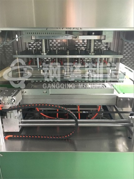 机械手式气调机模具机构.jpg