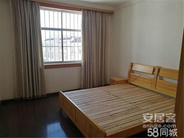 花灯团二生活区 1700元 3室2厅1卫 精装修,环境幽