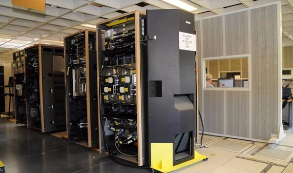 专业回收库存清仓台式电脑 显示器 网络设备 服务器