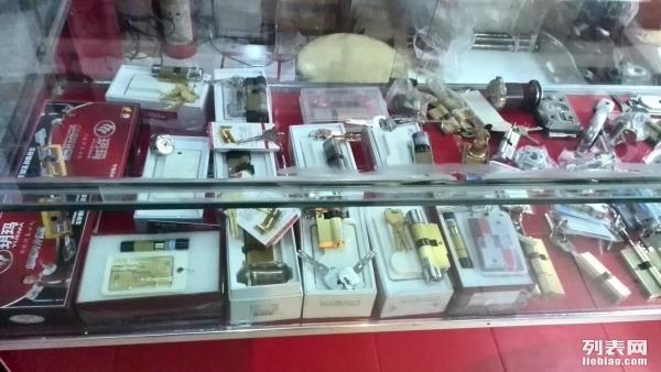 郑州开锁换锁公司6666 6155换c级锁芯汽车开锁带证上岗