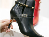 鞋靴市场一手微信货源欧美原单品牌女靴V型口高跟单靴真皮短靴