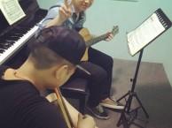 南山吉他培训东风华艺吉他培训快速掌握弹电吉他课程
