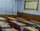 学生桌椅以及办公用品黑板