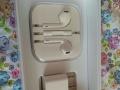 苹果6pls的原装耳机,原装充电器,原装自拍杆!