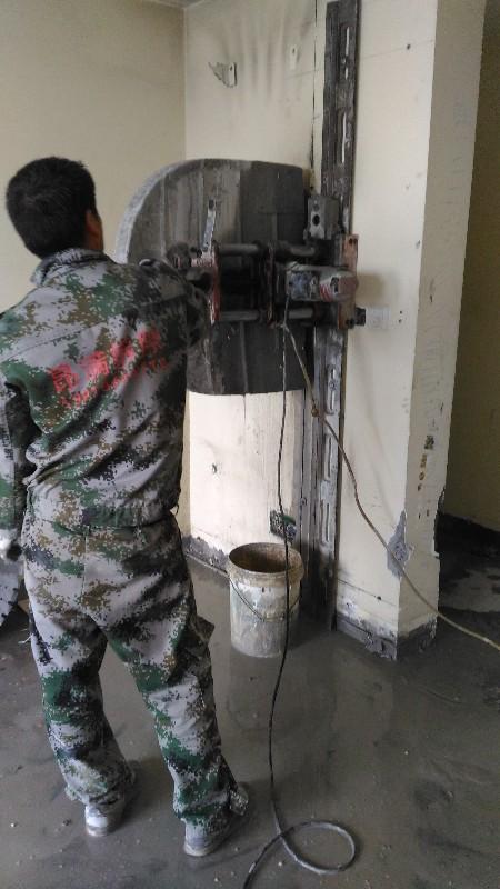 上海敲墙室内拆除装修拆旧混凝土切割拆除静音液压破碎绳锯切割图片