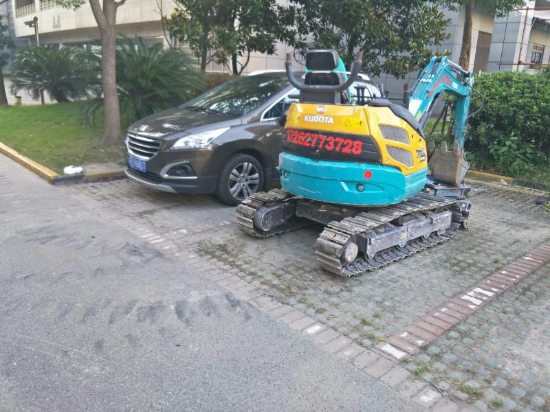 上海 青浦一米宽小型挖掘机出租 微型小挖机出租