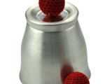 刘谦2012春晚魔术 磁力杯 大口磁力杯 杯与球 近景 魔术道具