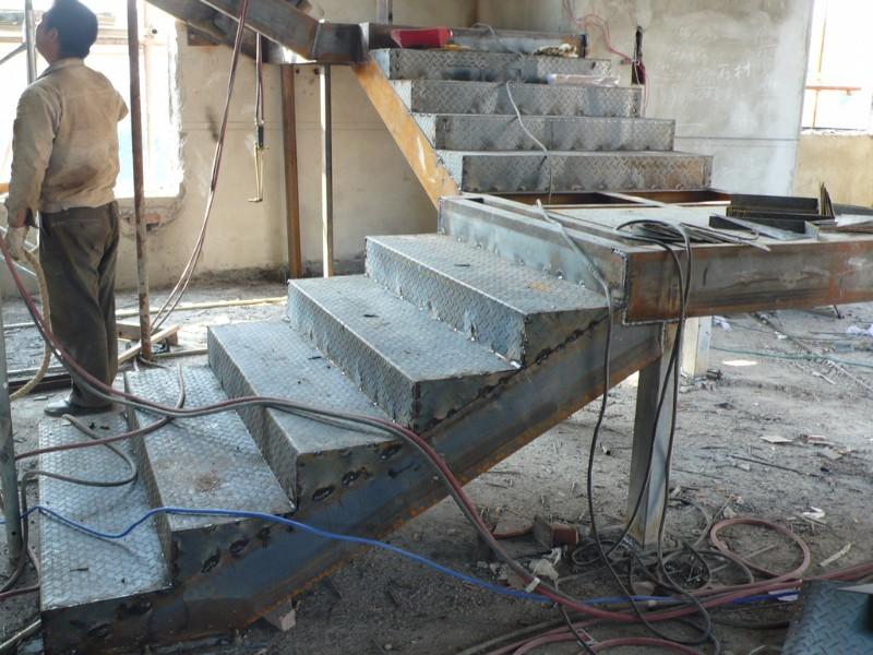超越钢结构阁楼楼梯搭建现浇楼梯