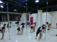 昆明舞魅天下舞蹈培训 现代旋转钢管舞 性感钢管舞