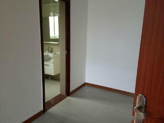 龙隐小学对面码坪街精装4室2厅2卫实用170 只售110