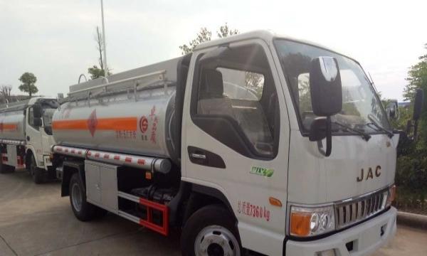 长期出售带手续加油车 运油车 半挂油车可订制 包上牌