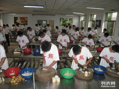 保定学厨师家常菜烹调哪里好 学厨师到虎振学校怎么 样