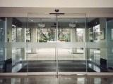 太原商铺店面专用高档玻璃门的制作及安装