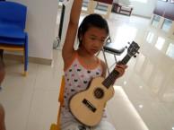 深圳龙岗龙潭公园学尤克里里花半里吉他培训右手转换和弦技巧