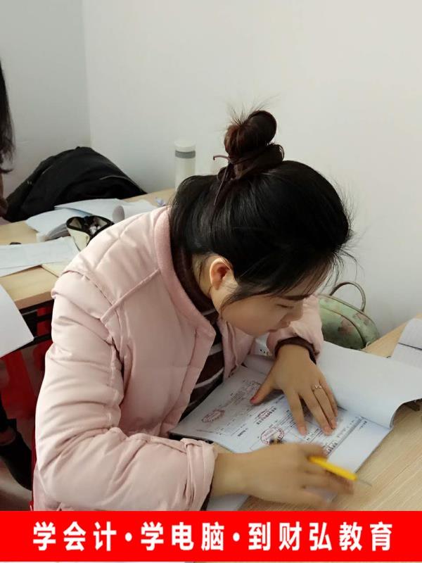惠安台商区洛阳零基础学会计到泉州财弘会计学校