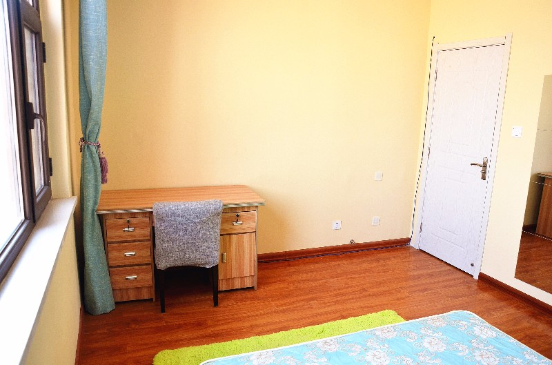 雁滩 和泰馨和园 3室 1厅 合租