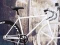 死飞自行车一辆 黑白经典色 成色很新 刚买没多久 优惠转让