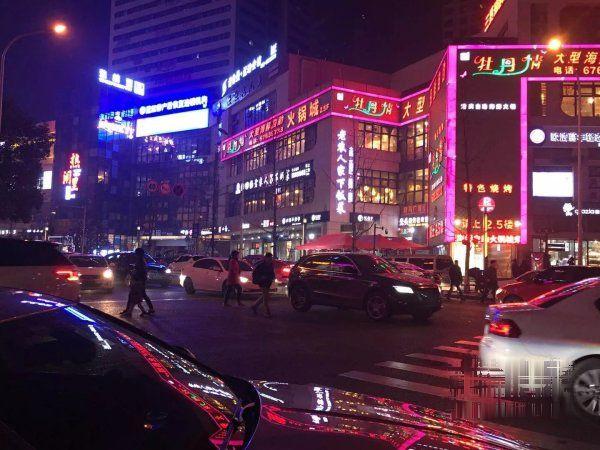 弹子石商圈金融区双轻轨交汇小门面租金300元/平