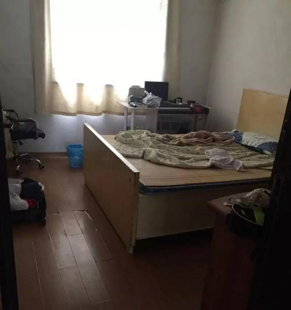 柳南区河西小区精装小三房 步梯4楼 看房方便